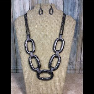 Paparazzi necklace in Black